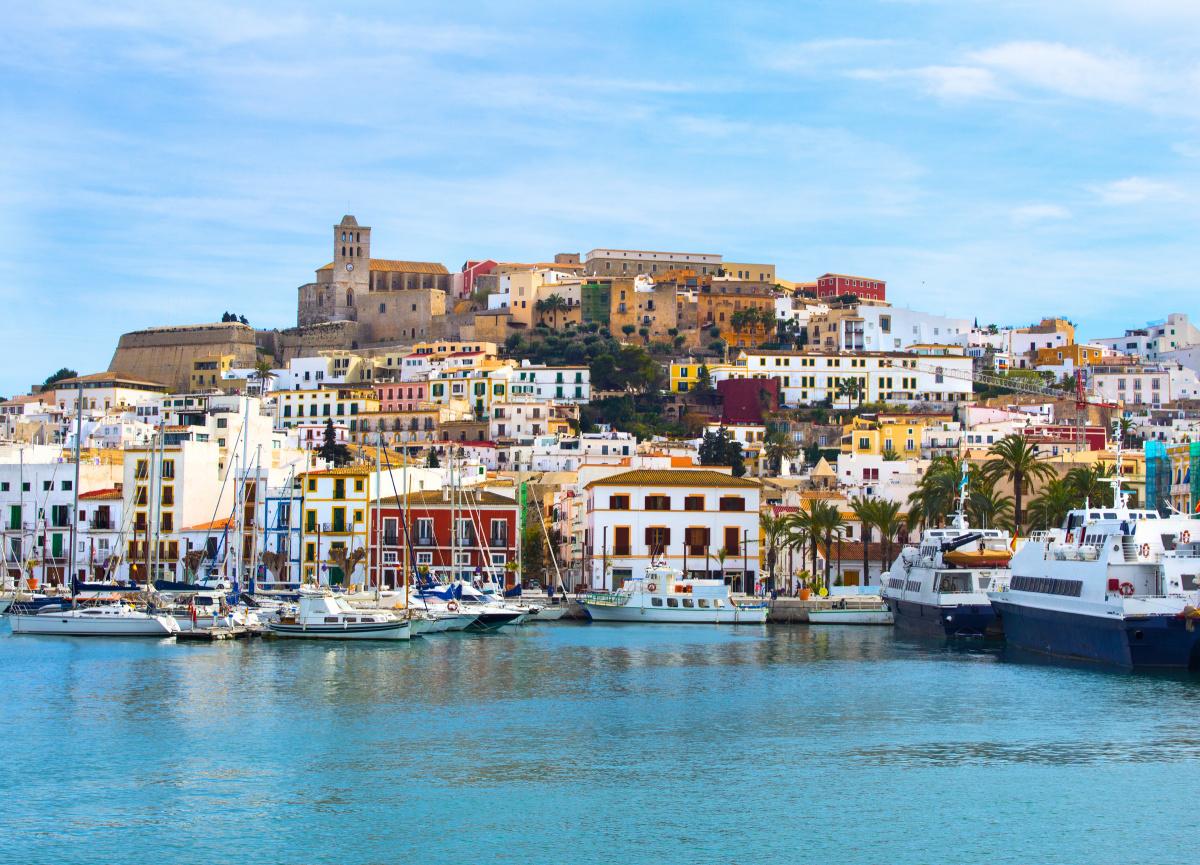 Navega en flotilla por las calas de Ibiza y Formentera