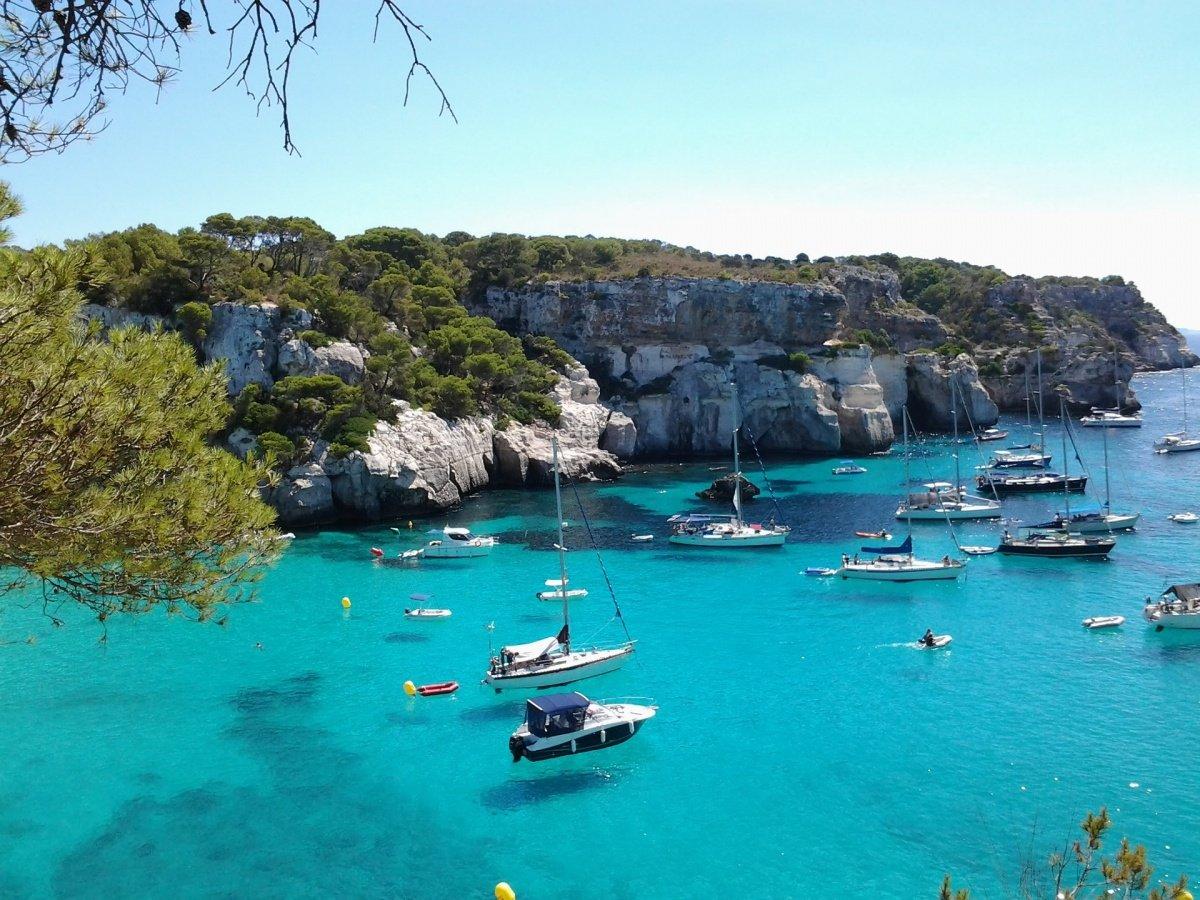 Navegamos 4 días por las mejores calas de Menorca