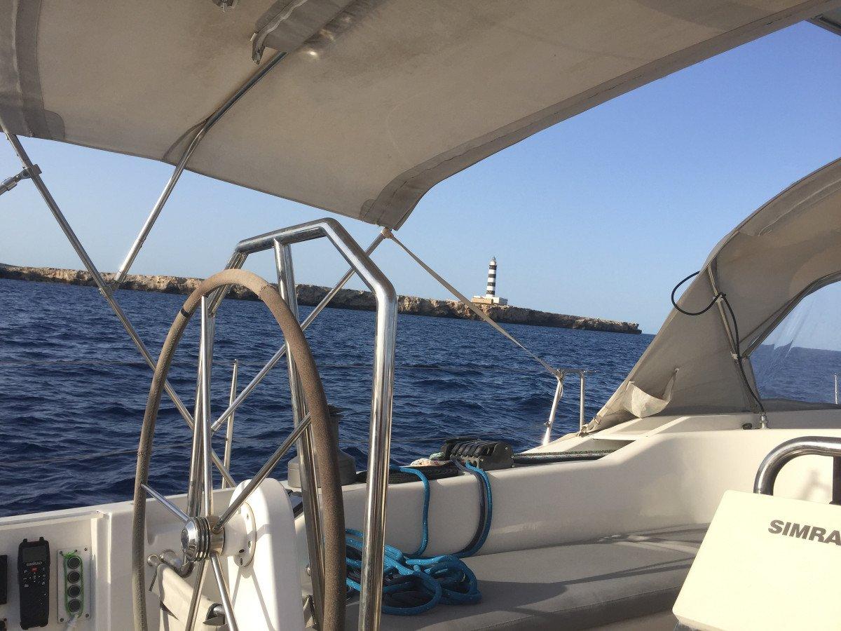 Navegación en velero a Cabrera con visita a la Cova Blava