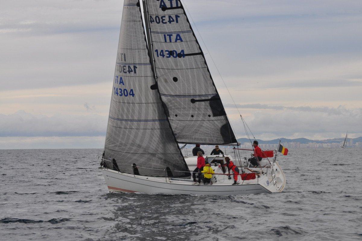 Iniciación o perfeccionamiento a la vela de crucero en Benalmádena