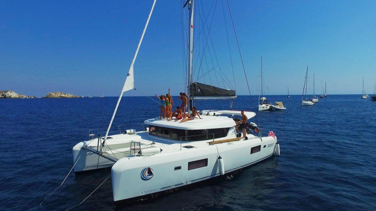 Navigando per una settimana in catamarano alle isole Egadi
