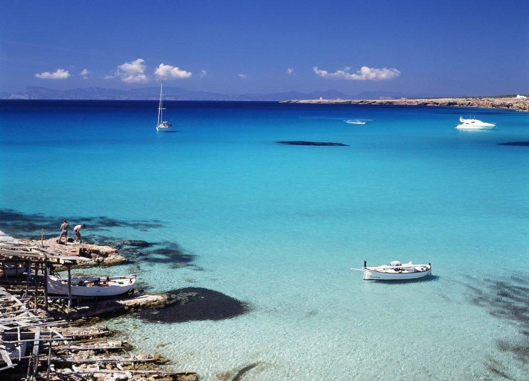 Navega una semana por las calitas de Ibiza y Formentera