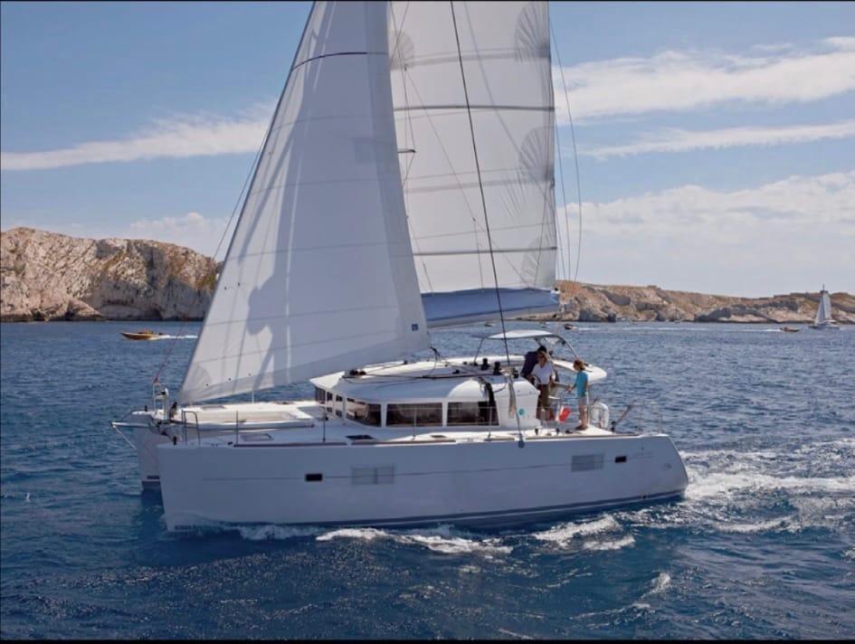 Descubre Marbella a bordo de un catamarán durante 3 días