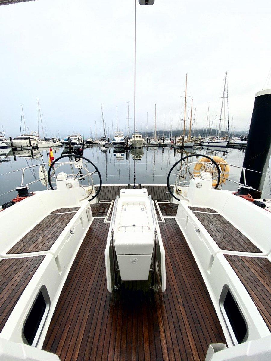 Alquiler de velero en Vigo y visita exclusiva a Islas Cíes