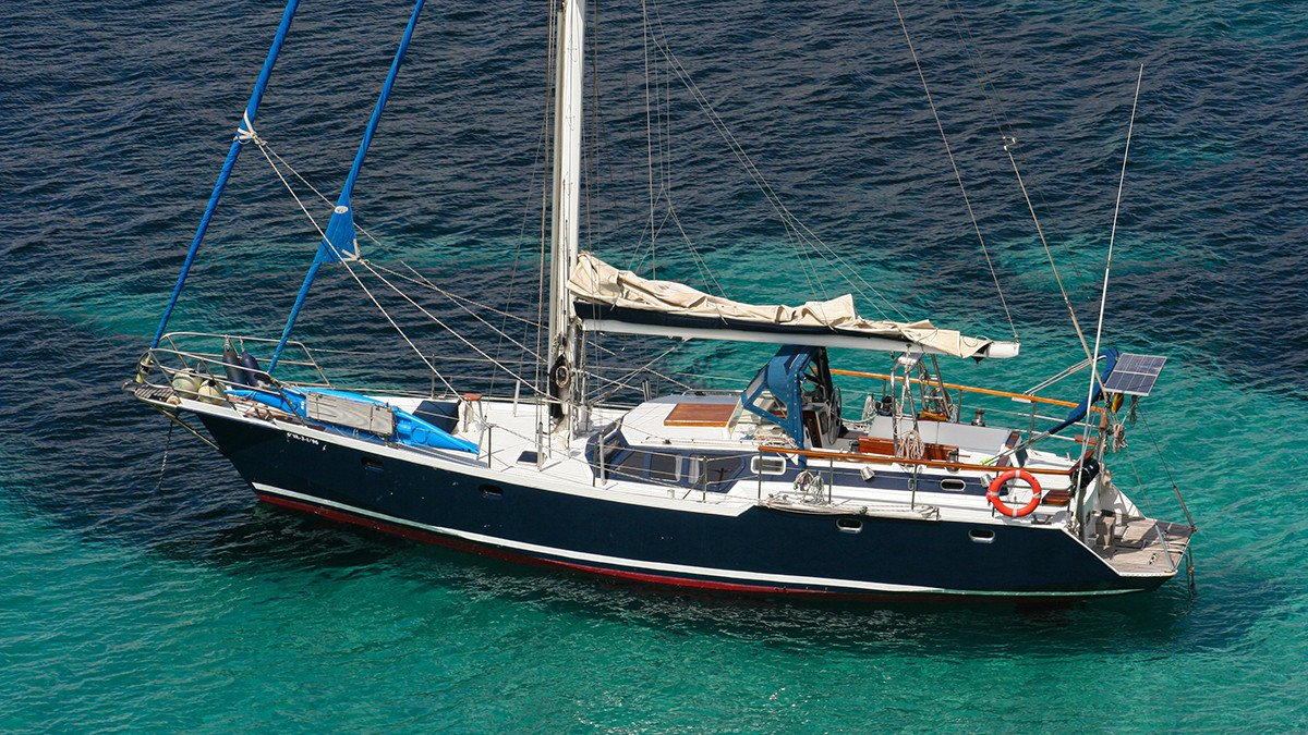 Prácticas de navegación de perfeccionamiento a vela crucero en Valencia