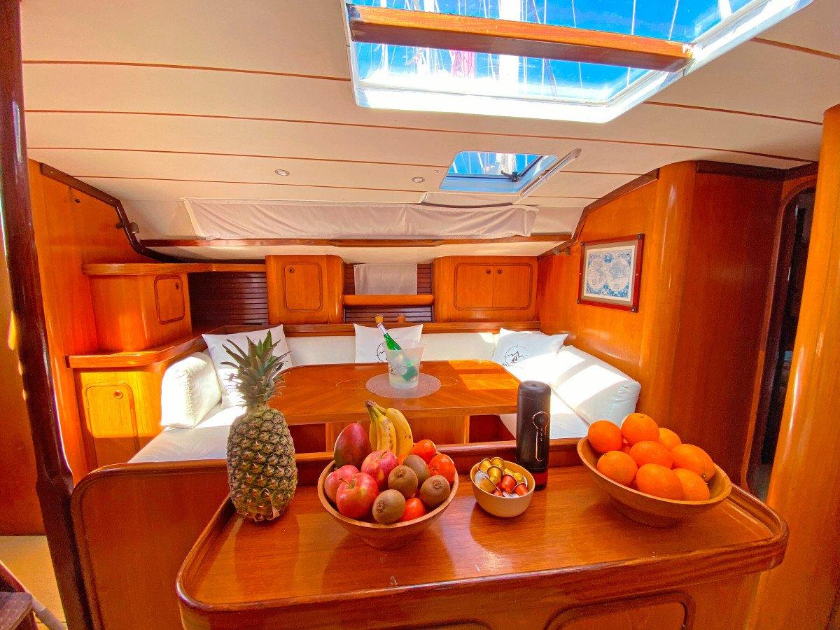 Atardecer con champagne en velero desde Valencia