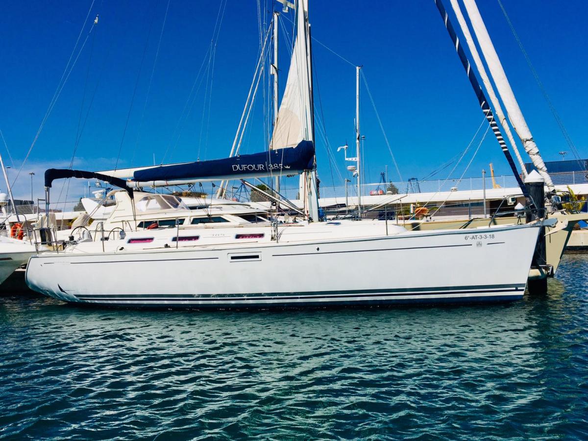 Paseo por Valencia en velero privado