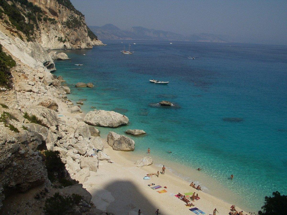 Naviga dal nord della Sardegna a Badalona